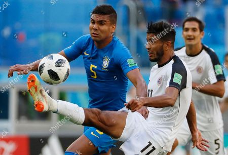Casemiro (L) of Brazil and Johan Venegas of Costa Rica in action during the FIFA World Cup 2018 group E preliminary round soccer match between Brazil and Costa Rica in St.Petersburg, Russia, 22 June 2018.