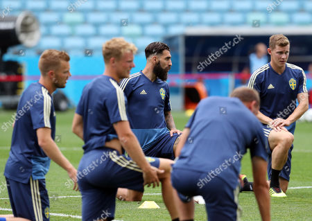 Sweden midfielder Jimmy Durmaz  (C) and teammates during a training session at the Fisht Olympic Stadium in Sochi, Russia, 22 June 2018. Sweden will face Germany in their FIFA World Cup Group F preliminary round soccer match on 23 June 2018.
