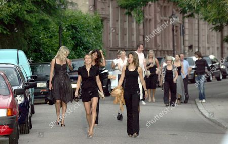 Louise Owen And Carly Zucker At The Front Of The Group. Footballers Wives On Their Way To The The Medici Restaurant In Baden-baden Germany Last Night. Picture Jeremy Selwyn. 13/06/2006