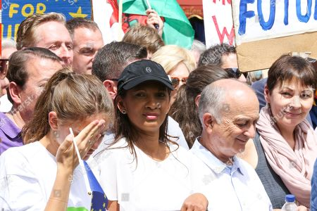 Gina Miller and Sir Tony Robinson  Tens of thousands of people take part in a march on the second anniversary of the 2016 referendum to Parliament, demanding a PeopleÕs Vote on the final Brexit deal on the second anniversary of the 2016 referendum.