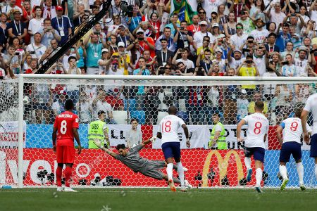 England's Harry Kane, right, scores his side' second goal from the penalty spot past Panama goalkeeper Jaime Penedo during the group G match between England and Panama at the 2018 soccer World Cup at the Nizhny Novgorod Stadium in Nizhny Novgorod, Russia