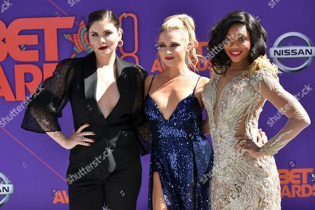 Stock Picture of Jodi Lyn O'Keefe, Katherine Bailess and Tiffany Hines
