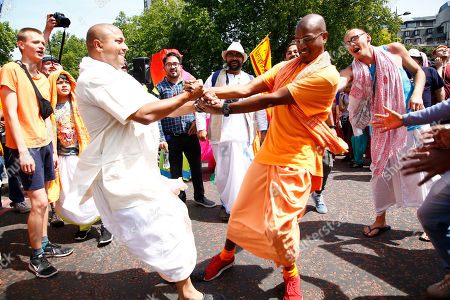 A parade of thosands danced and sang their way   to Trafalgar Square despite the immense heat. to celbrate the Krishn 50th Rathayatra. Dieties were pulled by the crowd on portable temples to Trafalgar Square, where music, dram and free vegetarian food was haned out to apprpx  fifteen thosand people.