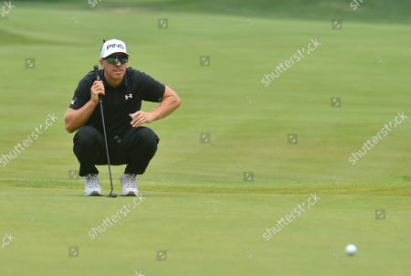 Hunter Mahan lines up a putt on the 6th green during the final round of the Travelers Golf Championship at TPC River Highlands in Cromwell, Connecticut