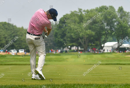 Kevin Streelman hits his tee shot on the 7th hole during the final round of the Travelers Golf Championship at TPC River Highlands in Cromwell, Connecticut
