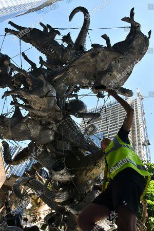 Nancy Rubins' 'Crocodylius Philodendrus', a large 3x4x3.5 metre arrangement comprised of animals cast in iron, bronze, brass and aluminium