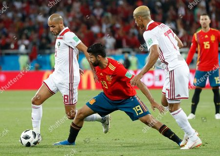 Spain's Diego Costa, center, challenges for the ball with Morocco's Karim El Ahmadi, left, during the group B match between Spain and Morocco at the 2018 soccer World Cup at the Kaliningrad Stadium in Kaliningrad, Russia