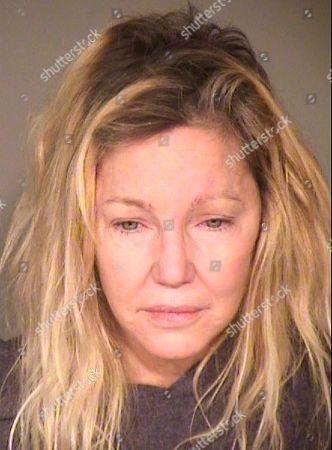 La actriz Heather Locklear quien fue arrestada tras pelear con las autoridades que acudieron por un reporte de violencia doméstica en una fotografía del 24 de junio de 2018 proporcionada por la oficina de policía del condado de Ventura