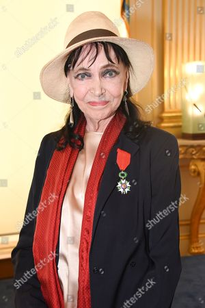 Anna Karina received the insignia of Knight of the Legion of Honor