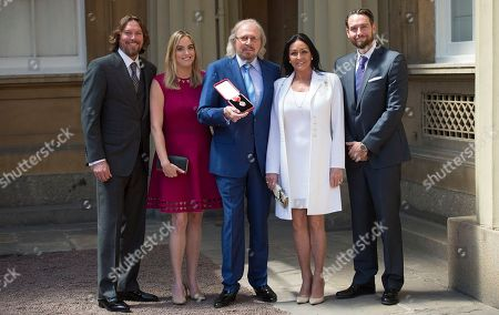 Sir Barry Gibb with wife Linda, sons Ashley and Michael and daughter Alexandra.