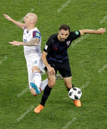Iceland's Emil Hallfredsson, left, tussles for the ball with Croatia's Milan Badelj during the group D match between Iceland and Croatia, at the 2018 soccer World Cup in the Rostov Arena in Rostov-on-Don, Russia