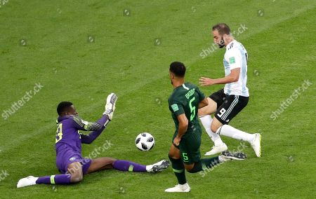 Nigeria goalkeeper Francis Uzoho stops a shot from Argentina's Gonzalo Higuain, right, during the group D match between Argentina and Nigeria, at the 2018 soccer World Cup in the St. Petersburg Stadium in St. Petersburg, Russia