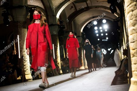 Models present creations by Spanish designer Txell Miras during the 080 Barcelona Fashion week, in Barcelona, Spain, 26 June 2018. The 080 Barcelona Fashion event runs from 25 to 29 June.