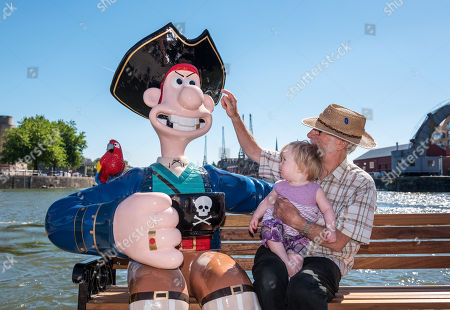 """""""Long John Wallace"""" character being admired by Audrey Snook age 1 with her grandfather Alan Snook (verbal permission given for media photo) at the Gromit Unleashed 2, official launch at Bristol Harbourside. Gromit Unleashed 2 will see the Academy Award®-winning character Gromit by Nick Park at Aardman Animations returning to Bristol in 2018 for the second time on sculpture trails to raise money for  the Grand Appeal charity. The character of Gromit will be joined by Wallace and arch nemesis Feathers McGraw."""