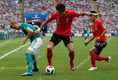 South Korea's Yun Young-sun, centre, vies for the ball with Germany's Timo Werner during the group F match between South Korea and Germany, at the 2018 soccer World Cup in the Kazan Arena in Kazan, Russia