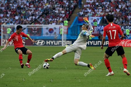 Germany goalkeeper Manuel Neuer, center, fights for the ball with South Korea's Ju Se-jong, left, and South Korea's Lee Jae-sung during the group F match between South Korea and Germany, at the 2018 soccer World Cup in the Kazan Arena in Kazan, Russia