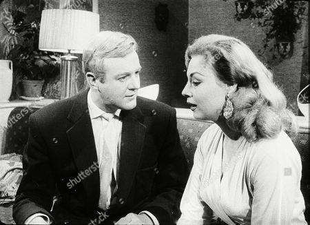 Peter Reynolds (as Terry Milligan), Sandra Dorne (as Della Byrne)