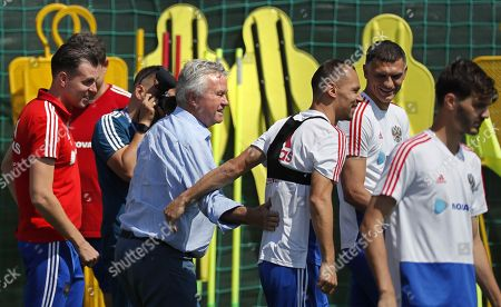 Former Russian coach Guus Hiddink (C left) visits a Russian team training session in Novogorsk sport base outside Moscow, Russia, 28 June 2018. Russia will face Spain in the Round of 16 of the FIFA World Cup on 01 July 2018.
