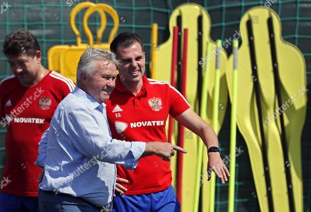 Former Russian coach Guus Hiddink (L) visits a Russian team training session in Novogorsk sport base outside Moscow, Russia, 28 June 2018. Russia will face Spain in the Round of 16 of the FIFA World Cup on 01 July 2018.