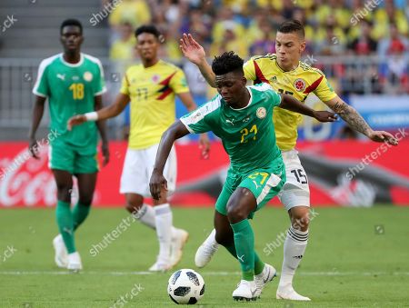 Lamine Gassama (front) of Senegal and Mateus Uribe of Colombia in action during the FIFA World Cup 2018 group H preliminary round soccer match between Senegal and Colombia in Samara, Russia, 28 June 2018.