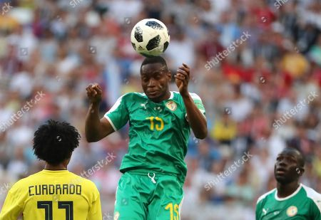 Diafra Sakho (C) of Senegal goes for a header during the FIFA World Cup 2018 group H preliminary round soccer match between Senegal and Colombia in Samara, Russia, 28 June 2018. (RESTRICTIONS APPLY: Editorial Use Only, not used in association with any commercial entity - Images must not be used in any form of alert service or push service of any kind including via mobile alert services, downloads to mobile devices or MMS messaging - Images must appear as still images and must not emulate match action video footage - No alteration is made to, and no text or image is superimposed over, any published image which: (a) intentionally obscures or removes a sponsor identification image; or (b) adds or overlays the commercial identification of any third party which is not officially associated with the FIFA World Cup)
