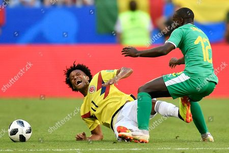 Colombia's Juan Cuadrado, left, collides with Senegal's Youssouf Sabaly, right, during the group H match between Senegal and Colombia, at the 2018 soccer World Cup in the Samara Arena in Samara, Russia