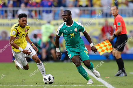 Colombia's Johan Mojica, left, and Senegal's Moussa Konate challenge for the ball during the group H match between Senegal and Colombia, at the 2018 soccer World Cup in the Samara Arena in Samara, Russia