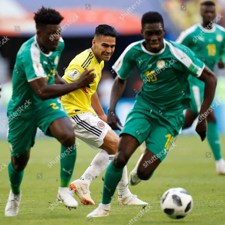Colombia's Radamel Falcao, center, watches the ball behind Senegal's Lamine Gassama, left, and Senegal's Sadio Mane during the group H match between Senegal and Colombia, at the 2018 soccer World Cup in the Samara Arena in Samara, Russia