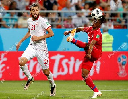 Hamdi Nagguez (L) of Tunisia and Luis Ovalle of Panama in action during the FIFA World Cup 2018 group G preliminary round soccer match between Panama and Tunisia in Saransk, Russia, 28 June 2018.