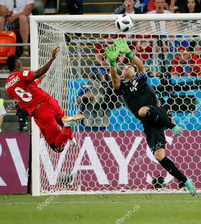 Edgar Barcenas of Panama and Goalkeeper Aymen Mathlouthi of Tunisia