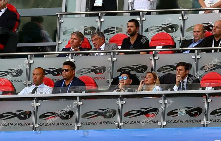 Brazils Ronaldo next too Diego Maradona and Mikael Silvestre in the stands