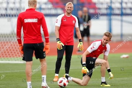 Goalkeepers Kasper Schmeichel (C) and Frederik Ronnow of Denmark during a training session in Nizhny Novgorod, Russia, 30 June 2018. Denmark will face Croatia in the FIFA World Cup 2018 round of 16 soccer match on 01 July.