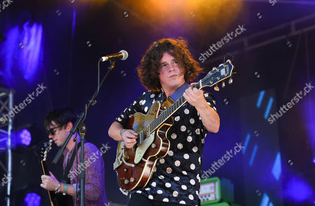Kyle Falconer in concert on the King Tut's stage