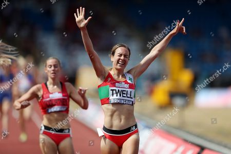 Stephanie Twell celebrates winning the 5000m women's final