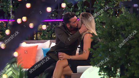 Megan Barton Hanson kiss with Dean Overson