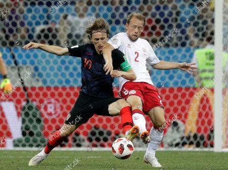 Croatia's Luka Modric, left, and Denmark's Michael Krohn-Dehli challenge for the ball during the round of 16 match between Croatia and Denmark at the 2018 soccer World Cup in the Nizhny Novgorod Stadium, in Nizhny Novgorod, Russia