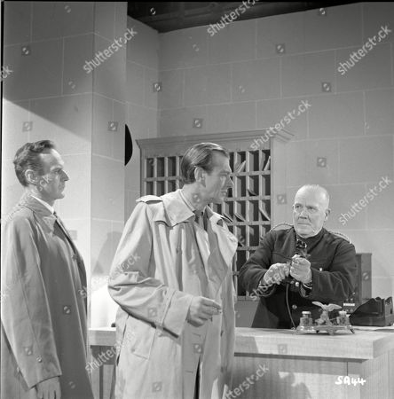 Brown Derby (Sergeant Roberts), Valentine Dyall (Inspector Kayes), Wally Patch (Porter)