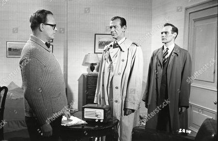 Lloyd Lamble (Waller), Valentine Dyall (Inspector Kayes), Brown Derby (Sergeant Roberts)