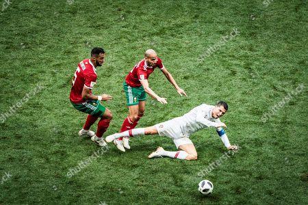 Christiano Ronaldo (Portugal) - Mehdi Benatia and Karim El Ahmadi (Marokko), Portugal v Morooco, Luschniki stadium