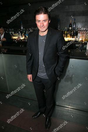 Dominic Rowan (Derek)