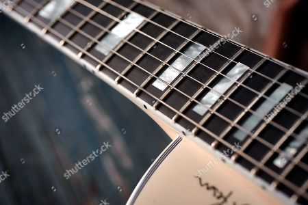 Detail Of The Richlite Fingerboard On A Gibson Alex Lifeson Es-les Paul Electric Guitar With A Classic White Finish