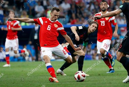 Aleksandr Samedov of Russia (L) scores the 1-0 as Luka Modric of Croatia looks on  during the FIFA World Cup 2018 quarter final soccer match between Russia and Croatia in Sochi, Russia, 07 July 2018.