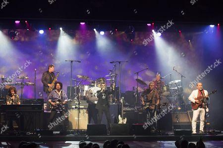 Ringo Starr Gregg Rolie (keyboardist), Warren Ham (saxophonist), Steve Lukather (guitarist), Ringo Starr (drummer, singer), Graham Gouldman (bass), Gregg Bissonette (drummer), Colin Hay (guitarist)