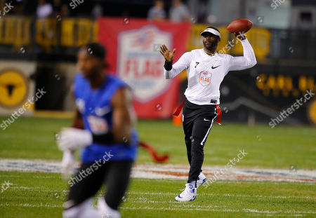 Roadrunners' Michael Vick passes during a semifinal game against Ocho during the American Flag Football League (AFFL) U.S. Open of Football tournament, in Kennesaw, Ga