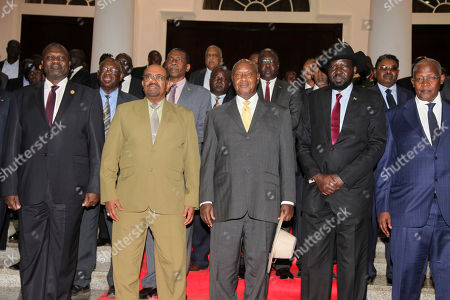 From left, former Vice President South Sudan Riek Machar, Sudanese President Omar al-Bashir, Uganda President Yoweri Museveni, South Sudan President Salva Kiir, and Uganda Foreign Affairs Minister Sam Kuteesa pose for a photograph as they meet for a security meeting to find a lasting solution to insecurity in South Sudan, at the State House, in Entebbe, Uganda