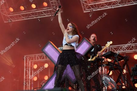 Chvrches - Lauren Mayberry, Iain Cook