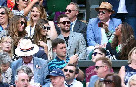 Jessica Biel and Justin Timberlake pose for a photo on Centre Court