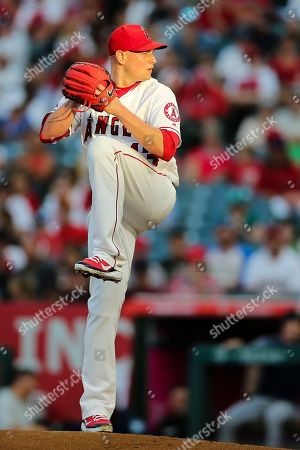Los Angeles Angels starting pitcher Garrett Richards (43) makes the start for the Angels in the game between the Seattle Mariners and Los Angeles Angels of Anaheim, Angel Stadium in Anaheim, CA, Photographer: Peter Joneleit