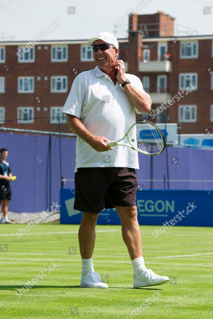 Andy Murray Warms Up This Morning Watched By Coach Ivan Lendl Ahead Of His First Round Match Against Alijaz Bedene At The Queens Club Aegon Championships.