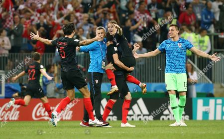 Vedran Corluka, Luka Modric, Mario Mandzukic, goalkeeper Lovre Kalinic    celebration     Finaleinzug    / FIFA World Championships World Cup Russia Russia 2018 semi final  1/2 Finale /  2017/2018 / 11.07.2018 / Croatia CRO vs. England ENG 1807110 /